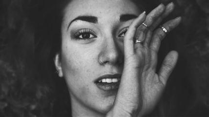 blackandwhite girl woman hand portrait freetoedit