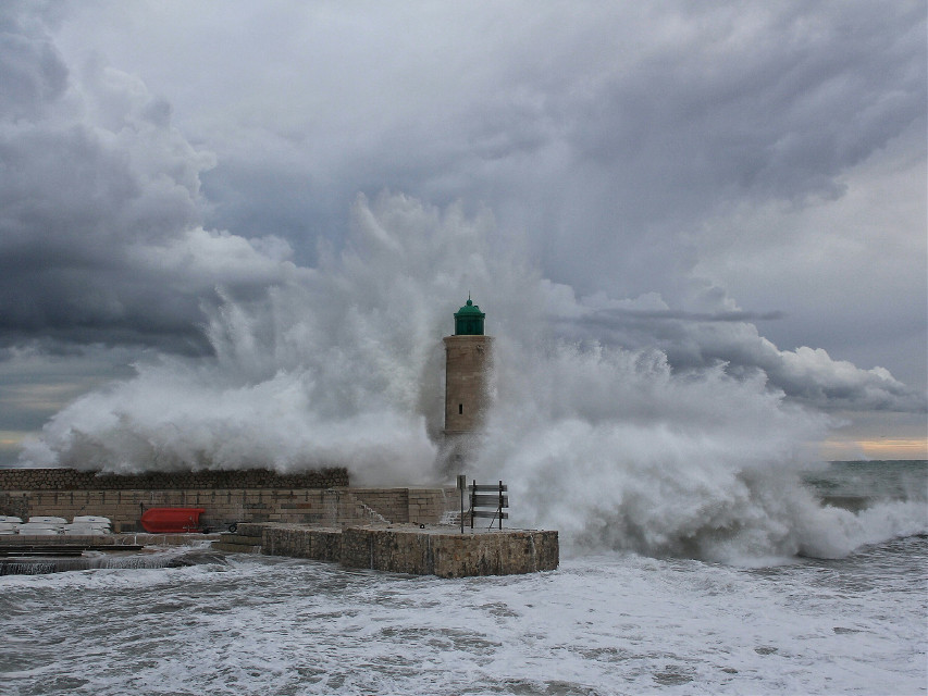 #cassis #wave #water #sea #phare #pcwater #pcbadweather #badweather #pcwaterday